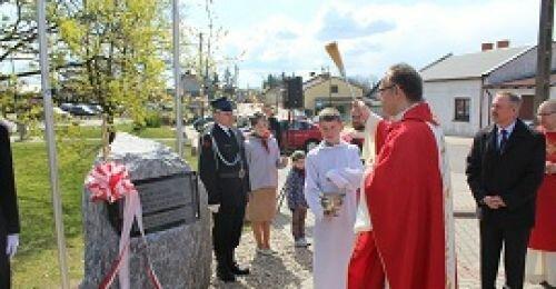 Poświęcenie kamienia upamiętniającego 1050 rocznicę chrztu Polski